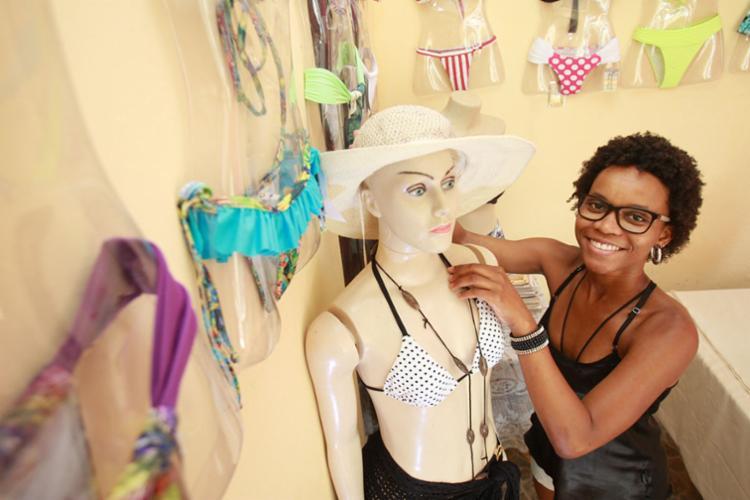 Camila, da Bronzeadíssima Moda Praia: 80% por encomenda - Foto: Joá Souza | Ag. A TARDE | 21.12.2016