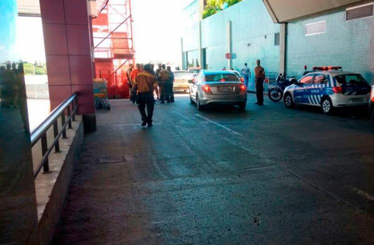 Agentes da Transalvador encontram-se no Aeroporto - Foto: Cidadão Repórter | Via WhatsApp