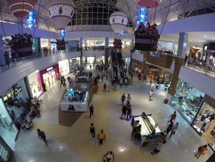 O indicador é medido com base nas consultas que os lojistas fazem ao banco de dados da Serasa - Foto: Mila Cordeiro   Ag. A TARDE   24.12.2016