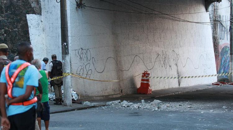 Pescador morreu ao passar sob obra em viaduto na Gamboa - Foto: Mila Cordeiro l Ag. A TARDE