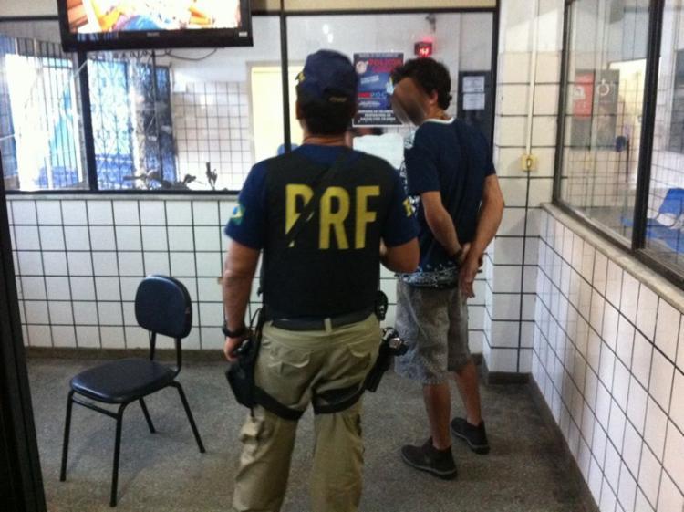 Ele foi identificado durante uma abordagem realizada pela polícia na tarde desta terça, 27 - Foto: Divulgação | PRF