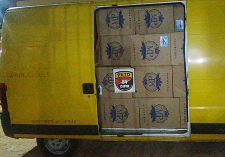 Cigarrados eram transportados em van similar a dos Correios - Foto: Blog do Sigi Vilares