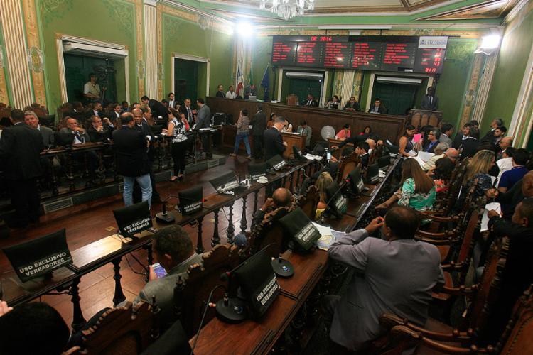 A posse dos 43 vereadores será realizada no domingo, às 14h30, em solenidade no Plenário Cosme de Farias - Foto: Mila Cordeiro l Ag. A TARDE l 13.12.2016