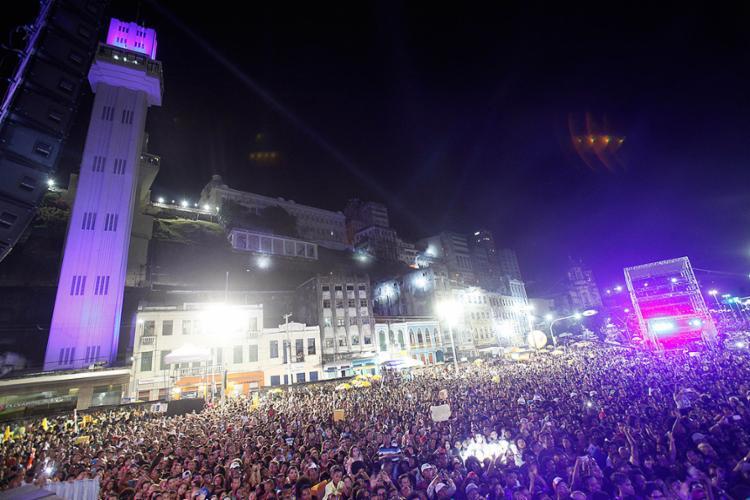 Multidão lotou a praça Cairu no 1º dia de shows - Foto: Lúcio Távora l Ag. A TARDE