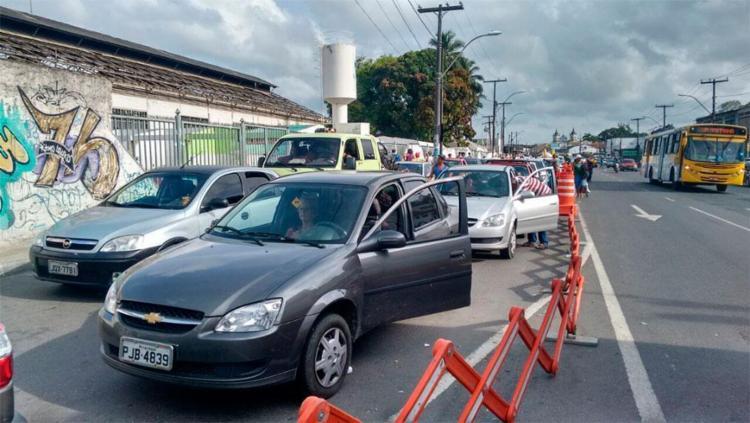 Situação é mais complicada para quem tenta embarcar de carro - Foto: Edilson Lima | Ag. A TARDE
