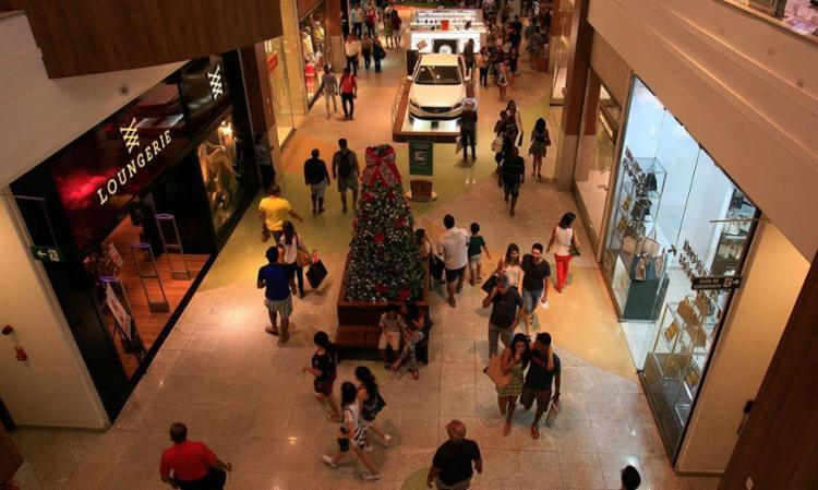 Shoppings e diversas lojas terão os horários alterados neste feriado - Foto: Mila Cordeiro | Ag. A TARDE