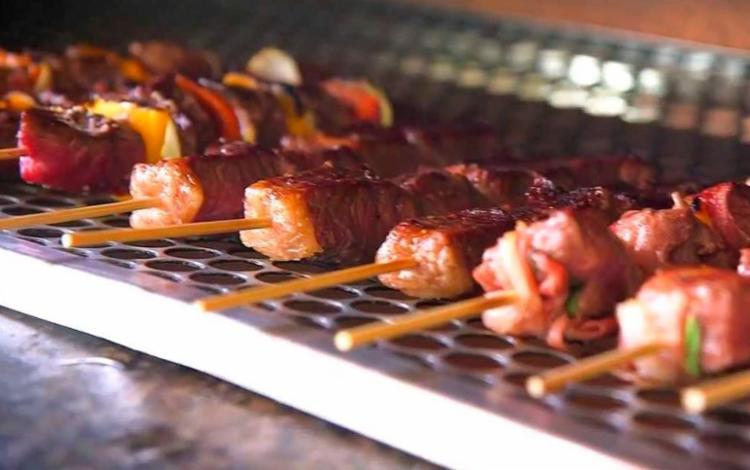 Não é permitido vender alimentos em espetos durante a festa - Foto: Reprodução