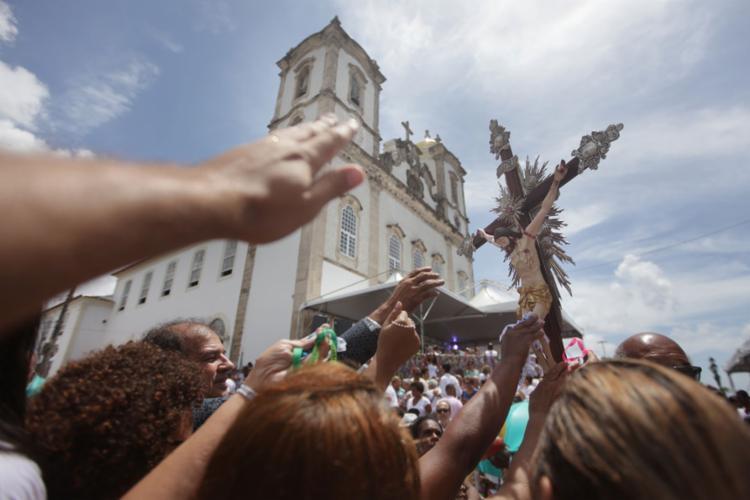 Fiéis compareceram para celebrar a última sexta-feira do ano - Foto: Raul Spinassé | Ag. A Tarde