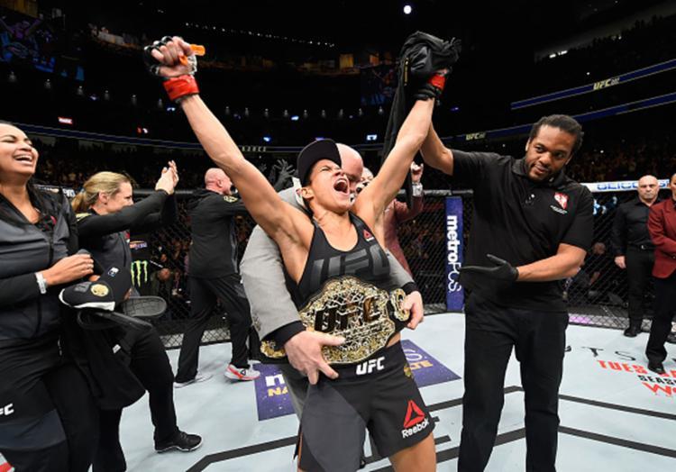 Amanda Nunes não tomou conhecimento da americana Ronda Rousey - Foto: Zuffa LLC | Getty Images