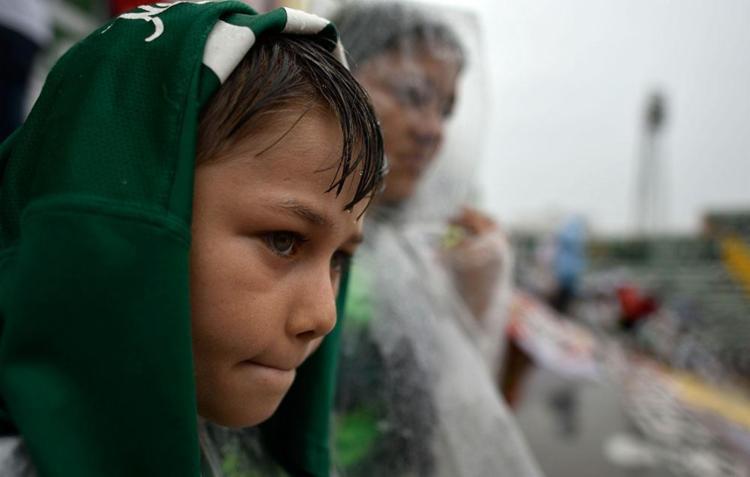 Chuva não afasta torcida de velório coletivo - Foto: Agência AFP