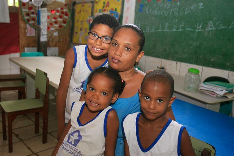"""O """"Estrelas do Bem"""" permite que filhos de Joelma Jesus Sena recebam presentes - Foto: Luciano da Matta l Ag. A TARDE"""
