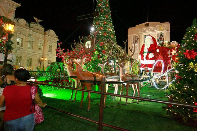 A casa do Papai Noel conta com bonecos em movimento, gnomos, um trenó com renas e 16 árvores gigantes - Foto: Joá Souza l Ag. A TARDE