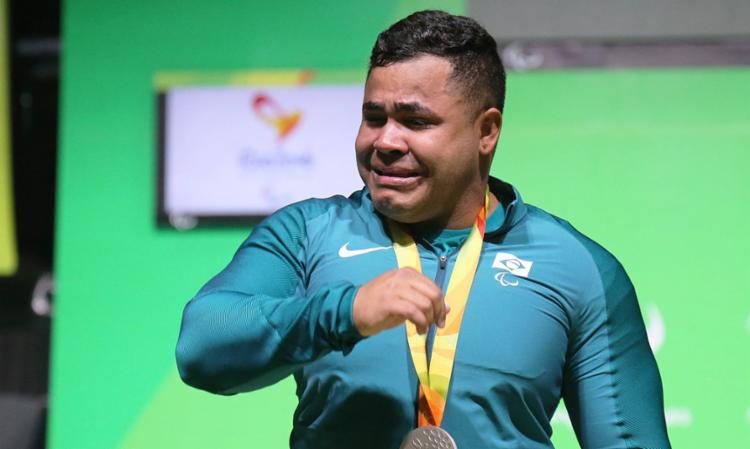 Evânio ganhou medalha inédita para o país no halterofilismo - Foto: Cezar Loureiro   MPIX   CPB