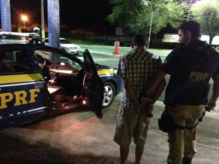 O condutor teria se negado a realizar o teste do bafômetro, segundo a PRF - Foto: Divulgação   PRF