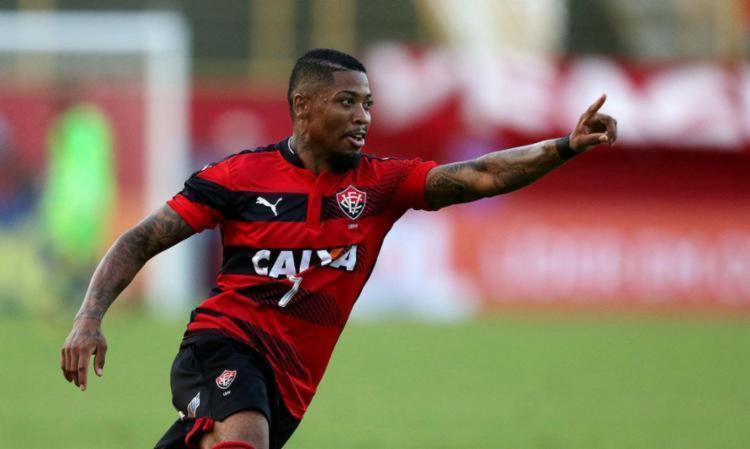 O Santos estaria pensando em envolver na negociação com Marinho (foto) o atacante Rodrigão, que interessa ao Leão - Foto: Raul Spinassé l Ag. A TARDE