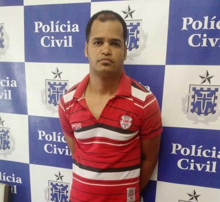 Wallace estava com estava com vários cartões de crédito e documentos falsos - Foto: Polícia Civil | Divulgação