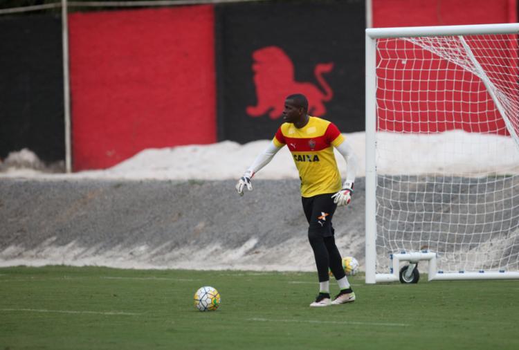 Caíque é goleiro reserva da equipe principal do Vitória - Foto: Adilton Venegeroles   Ag. A Tarde