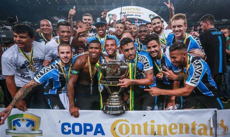 Jogadores do Grêmio comemoram mais uma conquista - Foto: Jefferson Bernardes | AFP Photo