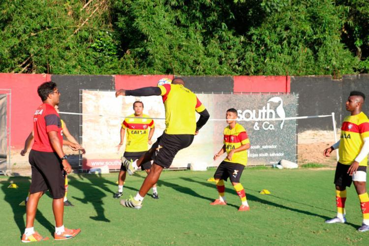 O time fez um treino de futevôlei na Toca do Leão nesta sexta-feira, 9 - Foto: Francisco Galvão | EC Vitória