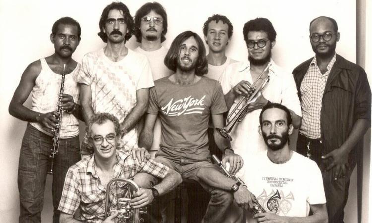 O Sexteto aqui com nove membros. Aderbal (2º à esq.), Thomas (3º) e Sérgio Souto (3º sentado) - Foto: Divulgação