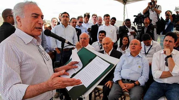Michel Temer durante assinatura de acordos para execução de obras na Barragem de Jucazinho - Foto: Beto Barata | PR
