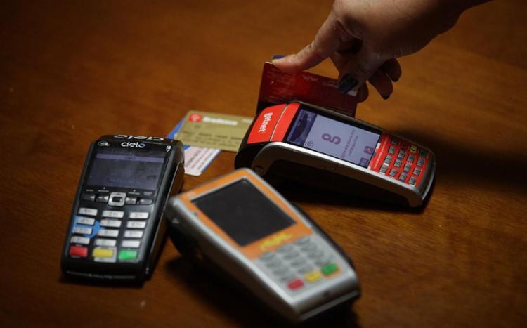 Cartões de crédito estão na lista de insatisfação - Foto: Adilton Venegeroles | Ag. A TARDE