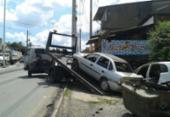 Prefeitura retira sucatas na avenida Suburbana | Foto: