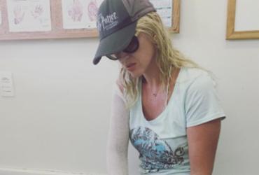 Val Marchiori sofre acidente na praia: 'Quase tive que amputar a mão'