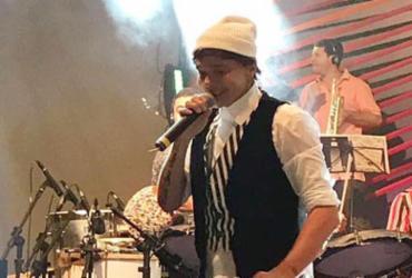 """""""É uma vitória"""", diz Netinho durante 1º show completo após recuperação"""