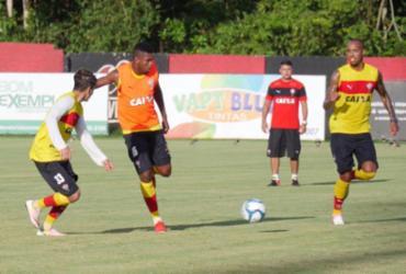 Vitória faz primeiro treino com bola da temporada