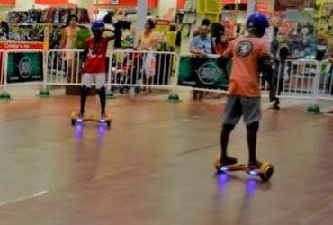 Shopping instala arena inédita de skate elétrico em Salvador