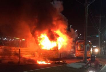 Dois adolescentes são mortos e três ônibus incendiados em Pernambués