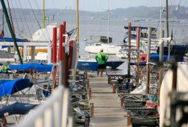 Encapuzados assustam navegantes na baía
