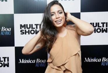 Anitta faz show completo no ensaio do Harmonia