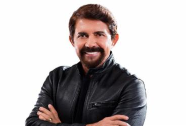 Adelmario Coelho é a primeira atração do projeto Pelô Summer