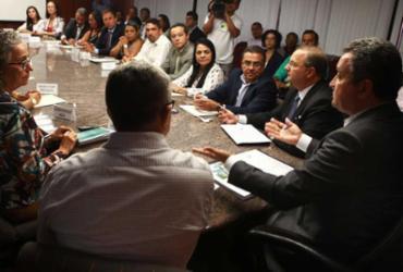 Governo fecha consórcio com municípios para duas policlínicas