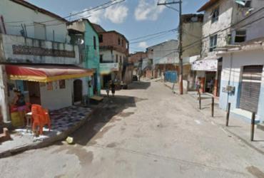 Quatro homens invadem casa e matam homem em Itapuã