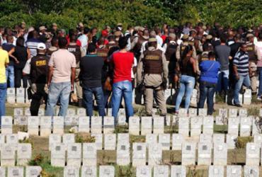 Comoção marca enterro de PM morto em assalto a farmácia