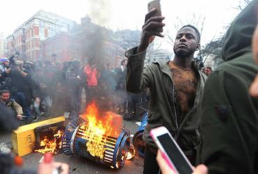 Protestos anti-Trump terminam em 95 presos e choque com a polícia