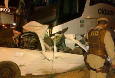 Seis pessoas morrem após colisão entre carro e ônibus na BR-110