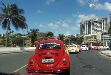 Carreata reúne versões do Fusca em Salvador