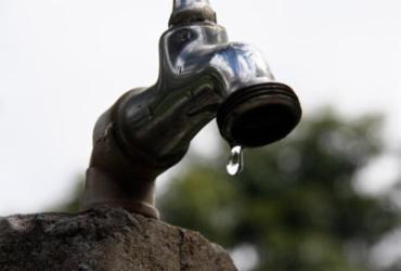 Empresas fazem racionamento de água no interior
