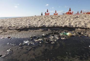 Praias de Salvador sofrem com poluição