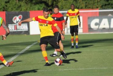 Dátolo se destaca em treino coletivo na Toca do Leão