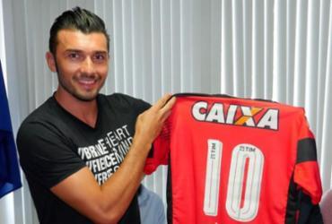 Dátolo é apresentado como novo camisa 10 do Vitória