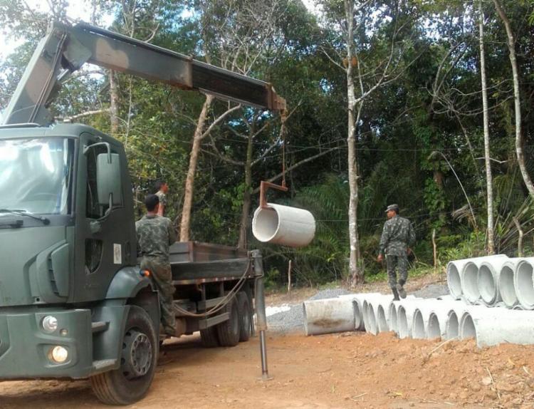 Moradores alegam que o Exército está retirando o material sem terminar obra - Foto: Rosemeire Silva   Via WhatsApp
