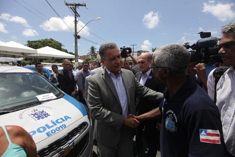 Durante a inauguração, o governador fez a entrega de 39 novas viaturas - Foto: Raul Spinassé l Ag. A TARDE