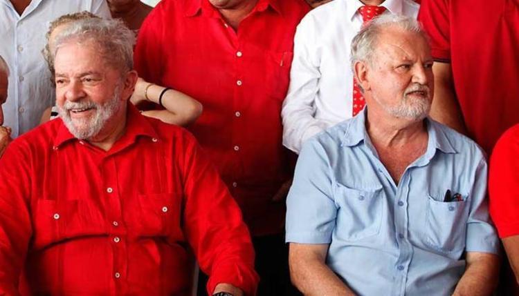 Stédile (direita) disse que é necessário pressionar os congressistas - Foto: Lúcio Távora | Ag. A TARDE