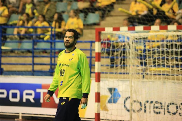 O Brasil terminou a primeira etapa perdendo por 17 a 7 - Foto: Reprodução | Facebook | CBHb