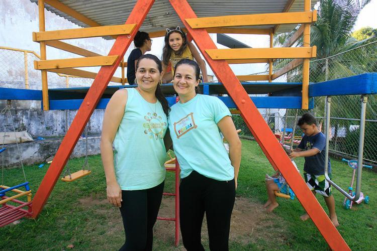As irmãs Paula e Leli fazem colônia de férias - Foto: Mila Cordeiro l Ag. A TARDE